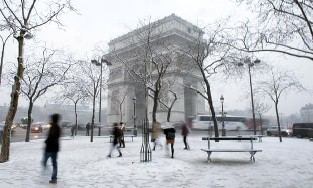 The Arc de Triomphe as snow falls.